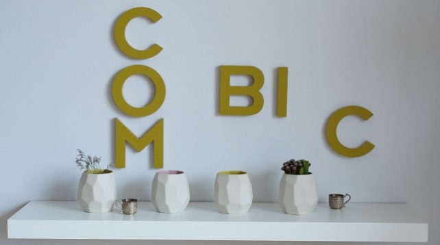 COMBIC // Playing with objects