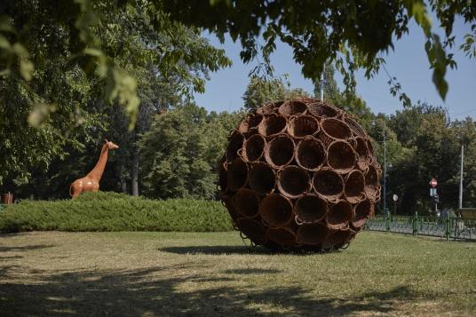 DE CE NE RABDĂ PĂMÂNTUL? expoziție de Teodor Frolu și Dan Vezentan